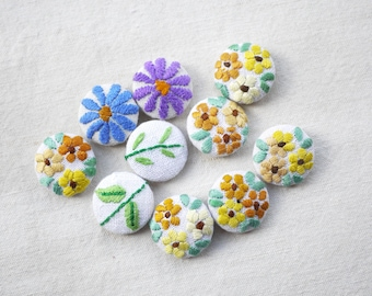 Hand embroidered flower buttons, vintage embroidery 22mm, 7/8 inch, one button