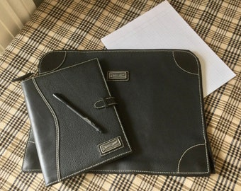 Leather Portfolio ( Zippered ) / Leather  Notebook / Bench made using Italian Black Pebble Leather / Made in Canada