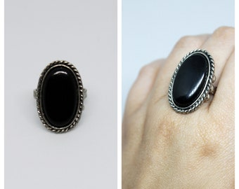 Vintage Black Oval Cabochon & Silver Tone Adjustable Ring | Vintage Rings | Vintage Jewelry | Bride | Stacking | Jewelry | Stack | Rings