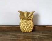 Vintage owl clip metal gold toned | bird art hanger | paper note desk organizer | wall art clip | hunt clip