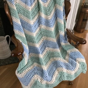 Handmade Crochet Chevron Ripple Striped Chunky Bulky Couch Afghan sofa Throw Baby Blanket stretchy stripes soft Gray /& Natural 42\u201d x 48\u201d