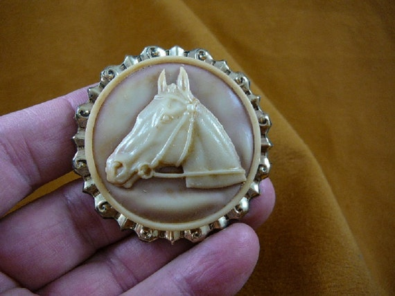 HORSE race Stallion running rearing green and ivory color round CAMEO Brooch Pin Pendant Brass I love horses CS14-2