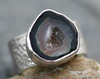 Géode et Sterling Silver Ring - prêt pour expédier la bande, s'adapte taille 7 - 7 1/4 doigt