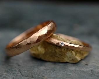 18 k or Alliance ensemble-deux anneaux, fait sur mesure, Texture géométrique à facettes