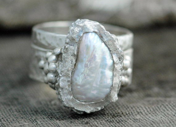 Biwa Pearl in Textured Sterling Silver Two-Ring Set