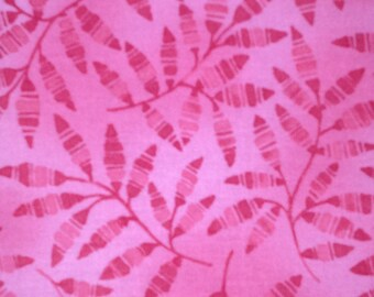 CLOTHWORKS Belle Fleur - 1 yard - by the yard pink coral leave quilt fabric
