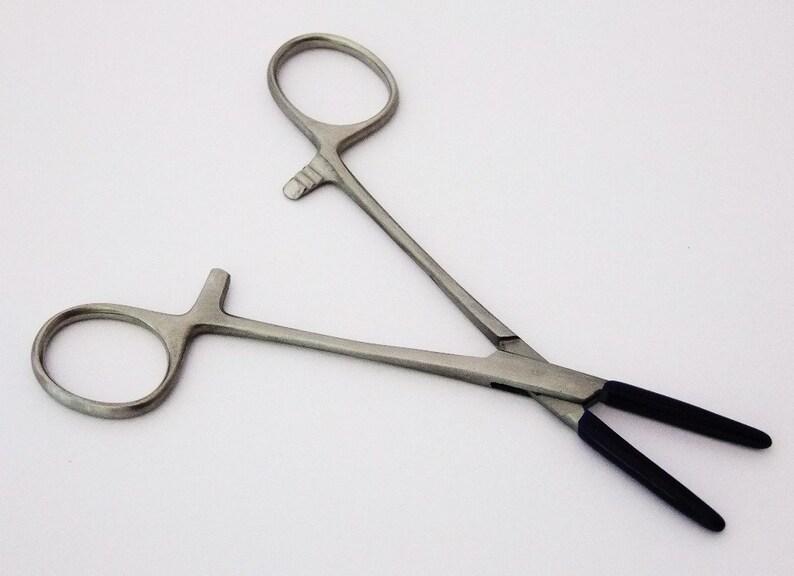 5.5 Inch Straight Hemostat Forceps With Nylon Coated Jaws image 0
