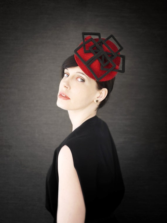 Red Felt Fascinator Hat with Black Geometric Fan Accent  5dc622def52