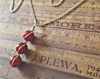 Item 1923 Round Red Riverstone Silver Pendant Necklace
