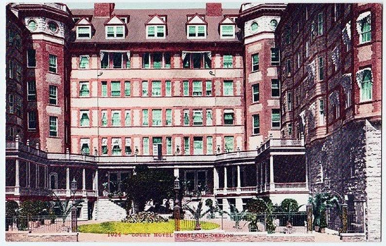 Portland The Courtyard at Hotel Portland Unused Antique Oregon Postcard