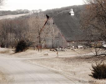 Barn Photo - Barn Photography - Iowa Barn Photo - Landscape Photography -  Photography Prints