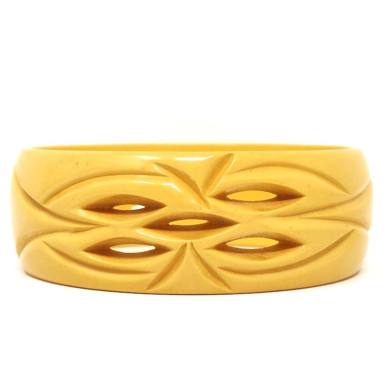 Vintage Carved /& Pierced Bakelite Creamed Corn A Golden Yellow Bangle