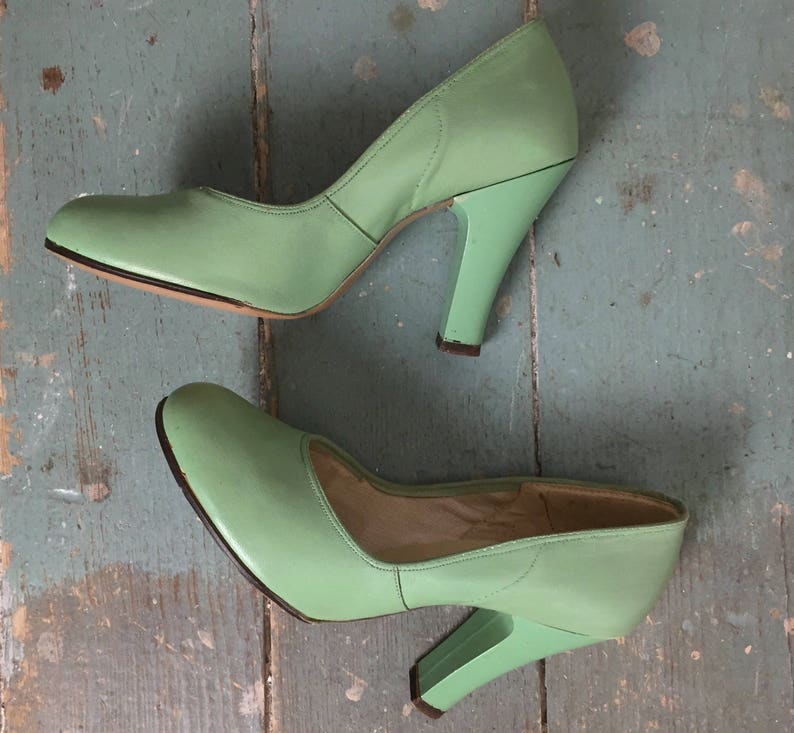 6c8a0f60f 40s Pumps in Mint Green 1940s Vintage High Heels   Pin Up