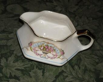 Very pretty ceramic creamer with floral design - circa 1940s