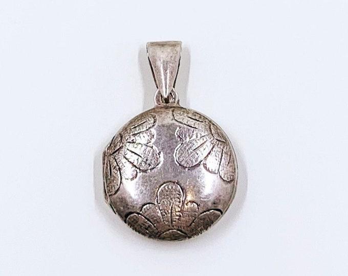 Vintage Silver Floral Engraved Locket | Silver Round Floral Locket
