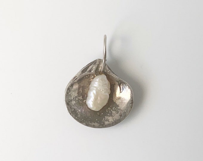 Vintage Silver Shell and Pearl Pendant | Silver Pearl in Shell Charm | Silver Clam Shell Charm