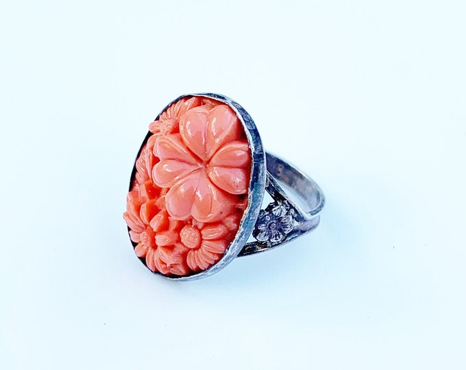 Vintage Carved Glass Coral Flower Ring | US Size 6 Ring