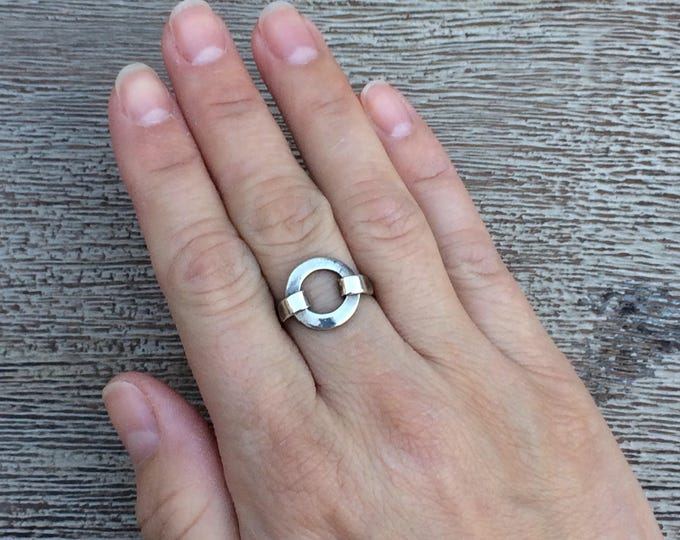 Modernist Silver Open Circle Ring | Size 6 1/2
