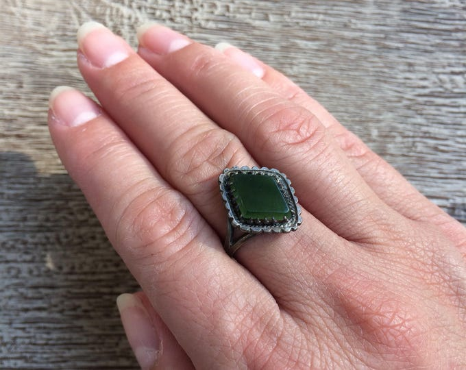 Vintage Silver Green Stone Ring | Size 6 1/2