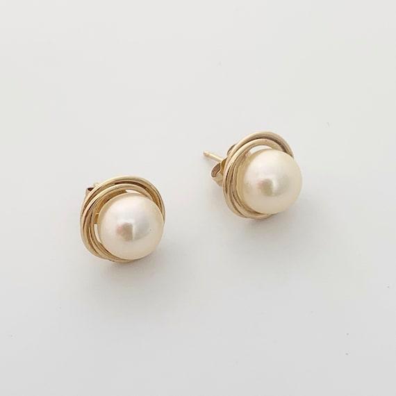 Vintage Gold Pearl Stud Earrings | Classic Pearl E