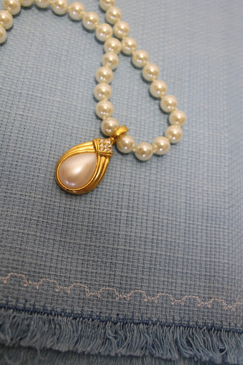 Vintage Faux Pearl Necklace With Pearl /& Rhinestone Pendant 19 Inches