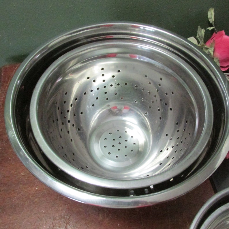 Stainless Steel Mixing Nesting Bowls Vintage Set of 3 and a Colander Vintage