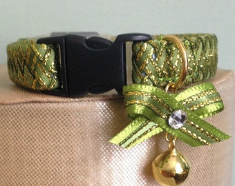 Breakaway Cat Collar in Green and Gold with Tiny Bow