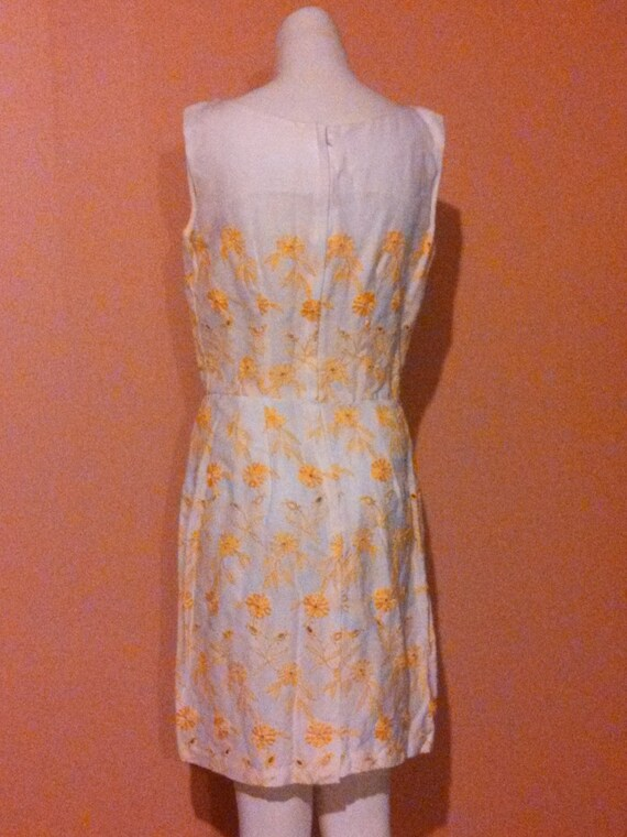 Vintage 60s eyelet linen cotton dress / 60s yello… - image 6
