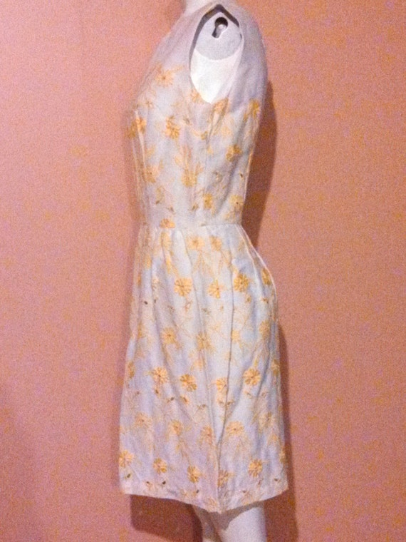 Vintage 60s eyelet linen cotton dress / 60s yello… - image 5