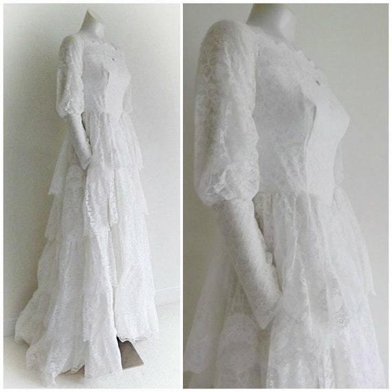 Vintage 50s wedding dress / 5 tiered lace / small