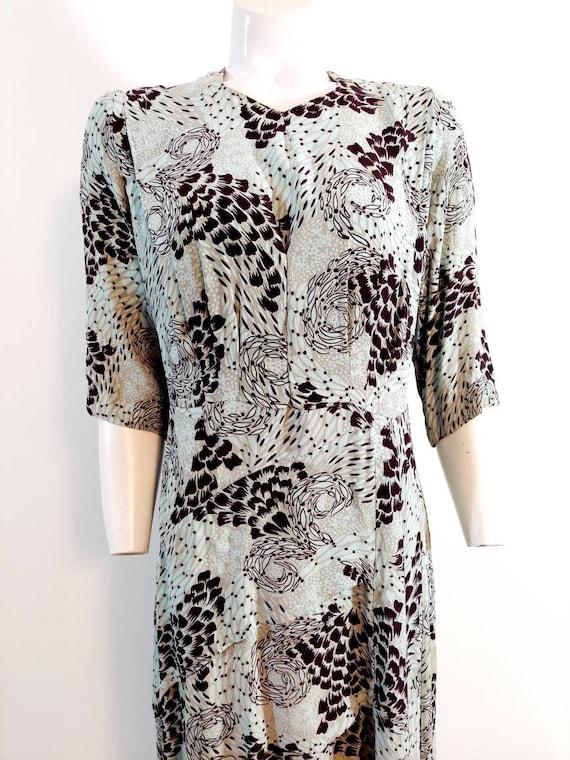 Vintage 40s rayon dress / 40s novelty print dress… - image 2