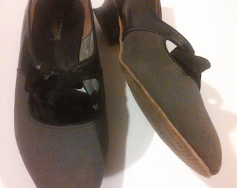 Cammeyer Low Heels // Grey and Black Leather Shoes // Mary Jane Bow shoes // Size 6