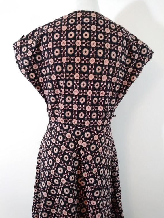 Vintage 40s pink button dress / 40s novelty print… - image 9