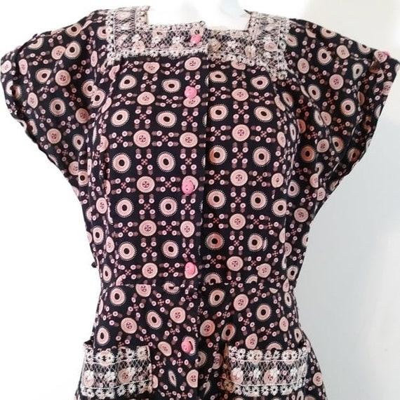 Vintage 40s pink button dress / 40s novelty print… - image 2