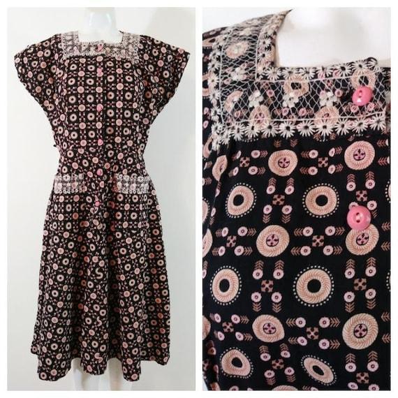 Vintage 40s pink button dress / 40s novelty print… - image 1