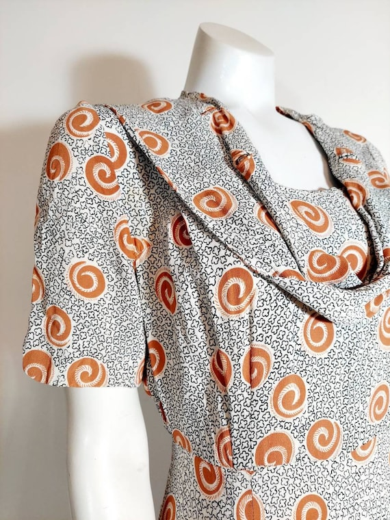 Vintage 40s rayon dress / 40s novelty print dress… - image 2