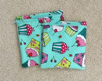 Reusable sandwich bag andSnack Baggie.. Zippered pouch. Cupcakes
