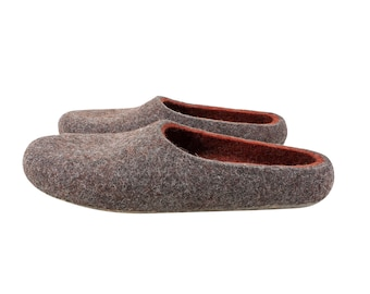 Eco wool felt slippers in terracotta red and grey. Wool felted slippers for women or men. Sustainable indoor slippers in unisex style. UK