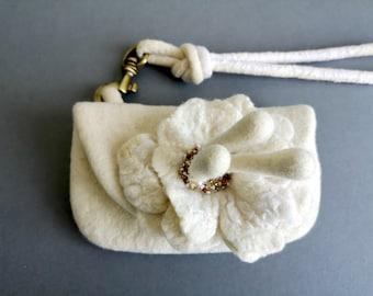 White flower purse. Unique  Eco Felt wool purse with big beaded flower and detachable wrist handle. White wedding purse. Winter stylish bag.