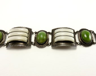 Circa 1940 Mexican Silver and Agate Link Bracelet
