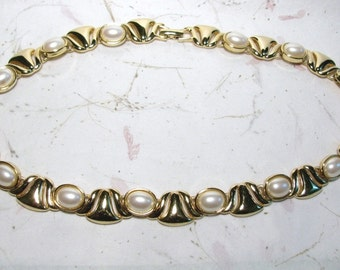 Vintage Gold Tone Monet Faux Mabe Pearl and Tulip Link Necklace