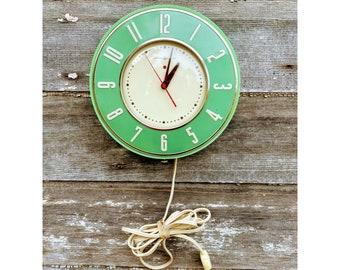 Working Retro Green 1940s General Electric Telechron Jadite Green Plug in Wall Clock Atomic Green Handing Plug in Clock Art Deco