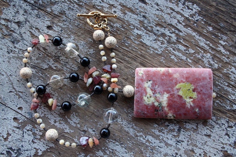 URBAN COWGIRL Necklace Spicy Jasper Red Hair Quartz Onyx image 0