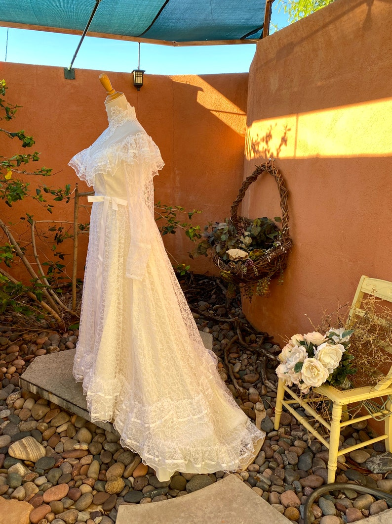 1970s Bridal Allure Alfred Angelo White Lace Overlay Wedding Gown Illusion Lace High Collar Neckline Size S