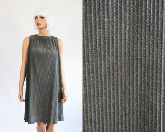 1960s Vintage Mod Gogo Space Age Mini DressPurple Crochetoversized collar small