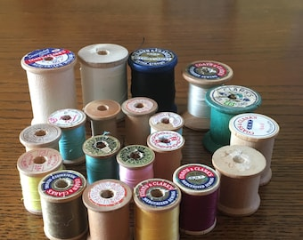 Vintage Thread Spools 20  Wooden Thread Spools With and Without Thread Sewing Notions, Sewing Thread, Wood Spools