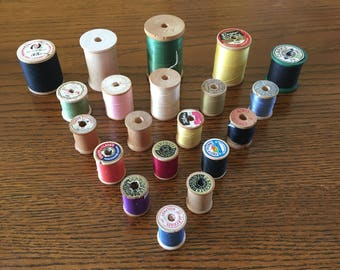 Thread Spools 20 ggrVintage Wooden Thread Spools With and Without Thread, Sewing Notions, Sewing Thread, Wood Spools