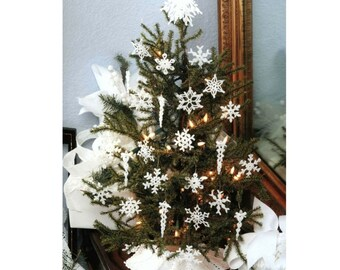 Vintage Crochet Pattern  White Thread  Christmas Tree Decorations  Snowflakes Garland Tree Skirt Topper  Mini and Large