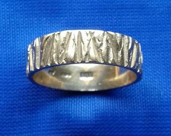 Beautiful vintage 9ct gold bark engraved ring M 1/2 6 1/2