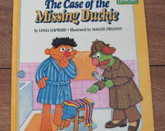 vintage 1981 sesame street muppets golden book The Case Of The Missing Duckie